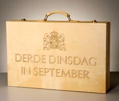 prinsjesdag koffer met opscheift derde dinsdag in september